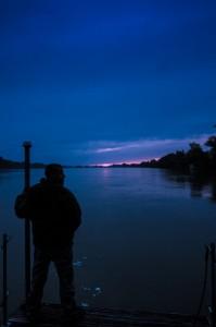 Roberto scruta l'alba all'orizzonte