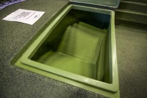 Pavone aperto, da notare la scanalatura che impedisce l'ingresso dell'acqua