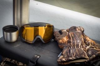 Thermos, maschera e guanti: accessori di pesca invernali